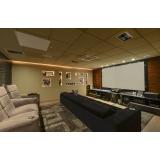 sala de tv grande planejada Morungaba