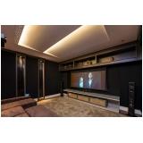 sala de cinema residencial luxuosa