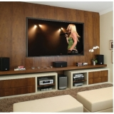 sonorização em sala de tv planejada Jacutinga