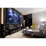 sala de tv de luxo planejada Americana